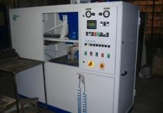 Modernizovaný vstřelovací a vytvrzovací stroj AVS6 CO
